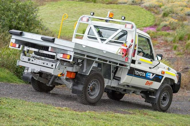 Toyota Land Cruiser 70 лишили 4,5-літрового дизельного двигуна і перетворили на електромобіль