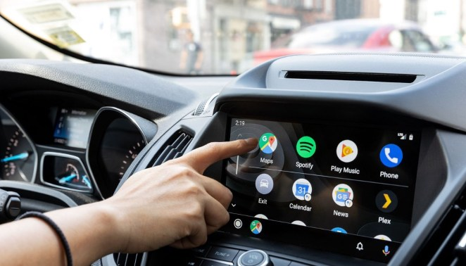 Google готує масштабне оновлення додатка Android Auto: більше команд та шпалери
