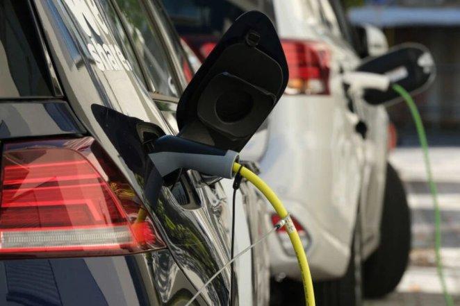 Нафтогазова компанія Shell придбає європейську мережу вуличних електрозаправок Ubitricity