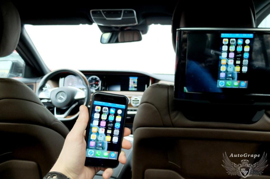 AirPlay мониторы для задних пассажиров Mercedes