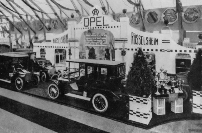 Opel-Stand auf der IAA Frankfurt am Main, 1905