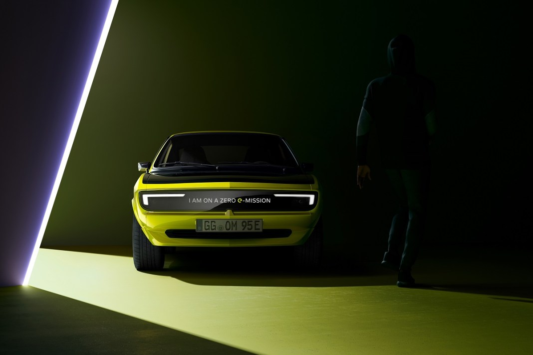 Opel Manta GSe ElektroMOD (2021) 01