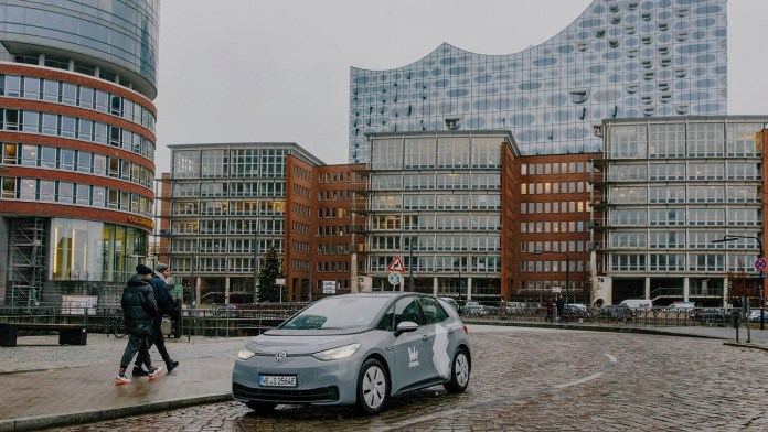 Volkswagen begins electric car sharing in Hamburg