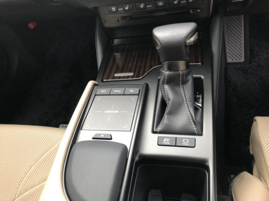 レクサスESの内装 一つ一つの作り込みは国産車最高レベル