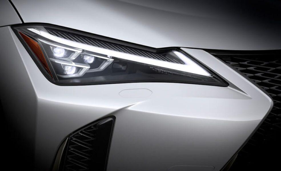 LEDヘッドライトは3眼式