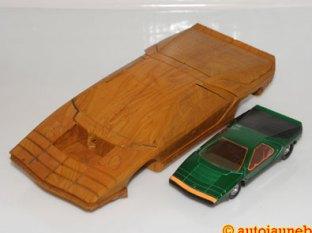 Ébauche en bois de l'Alfa Romeo Carabo de chez Bertone et le modèle