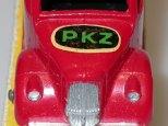 English panel van gros plan sur le logo PKZ