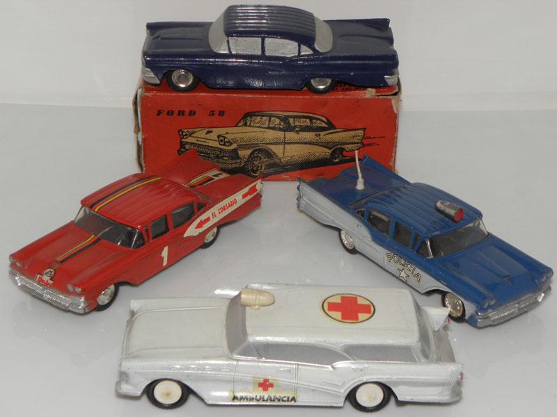 Ford Fairlane et la Buick Caballero ambulance