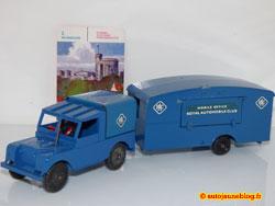 Land Rover aux couleurs du RAC et sa caravane de chez Lone Star