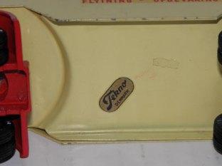 l'étiquette Tekno des modèles du hall d'exposition Tekno