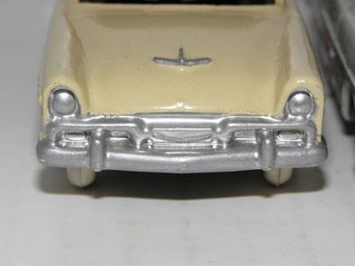 Plymouth Belvedere Dinky Toys : face avant de avec cavités asymétriques