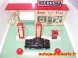 Tekno : Station service Esso et Mercedes 180
