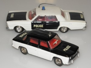 Dinky Toys Renault 8 et Ford Galaxie police