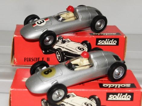 Solido Porsche F2 avec bande tricolore et numéro sur fond transparent