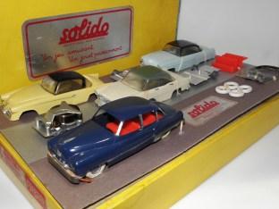 Coffret Junior; intéressante couleur de la Cadillac et de la Mercury