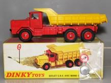 Dinky Toys Berliet GBO benne. Les deux variantes de jantes
