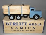 Quiralu Berliet GBO camion fardier avec ranchers et jantes de couleur bleu pâle