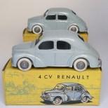 C-I-J Renault 4cv calandre 3 barres jantes en plastique de couleur argent nuance de gris