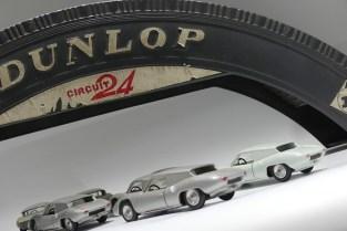 Peloton de porsche RS61 dans la courbe Dunlop