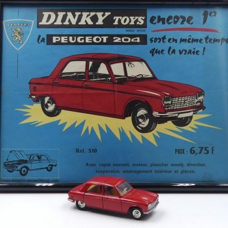 Dinky Toys Peugeot 204 et affichette de présentation