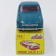 Solido-Ferrari 250GT 2+2 avec phares en strass nuance de couleur turquoise