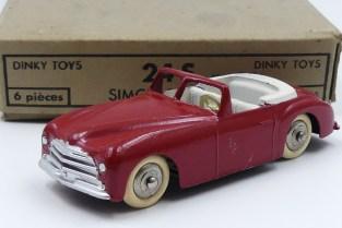 Dinky Toys Simca 8 sport (pare brise épais) LA rouge !
