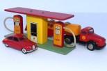 """Tekno pompe double"""" Shell"""" avec caisse centrale et véhicules Tekno"""