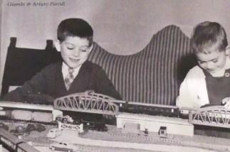 Photo des enfants: Giambi et Arturo Parodi qui recevront la Panhard PL17