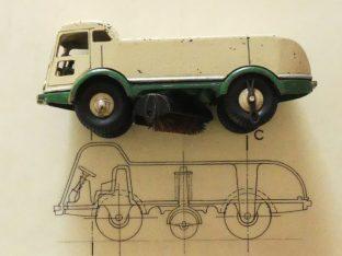 Dinky Toys LMV plan du 03/02/56 au 1/60 avec dessus le prototype 51 au 1/60