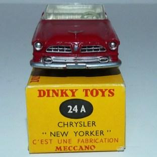 Dinky Toys Chrysler New Yorker avec intérieur ivoire et boîte 24 A