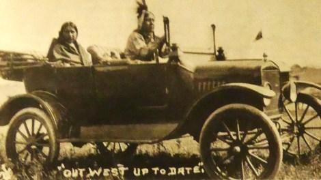 Indiens de la tribu Osage avec leurs Ford T