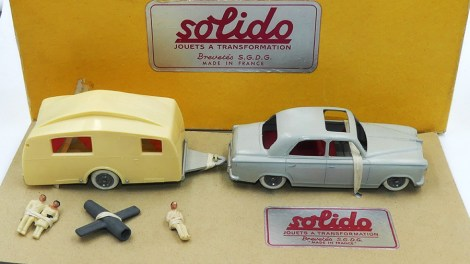 Solido Peugeot 403 berline Junior avec sa caravane