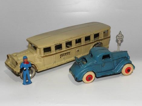 Arcade Fageol car (avec gravure Fageol) et Chevrolet coupé