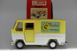 "Lucky (Taiwan) Ford fourgon ""Borden's"" en plastique"