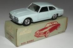 Solido Alfa Romeo 2600 (variante de phares moulés) et jantes en acier chromé et intérieur noir