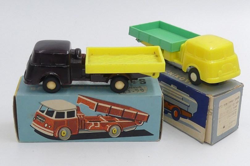 Igra Skoda 706 première calandre camions benne (bakélite et plastique)
