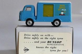 Corgi Toys boîte spéciale réalisée pour Dunlop avec le Bentam Karrier