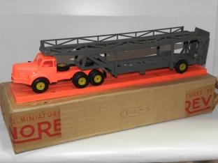 Norev Berliet TBO tracteur semi remorque porte autos (avec filtre à air) jantes de couleur jaune et socle en plastique et son sur emballage d'expédition