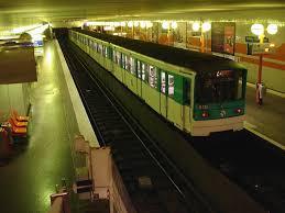 "station de métro de la ligne numéro 5 ""Porte d'Italie- Bobigny"""