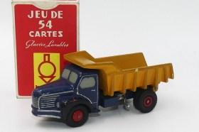 Dinky Toys prototype en bois du Berliet GLR benne avec le jeux de carte Berliet