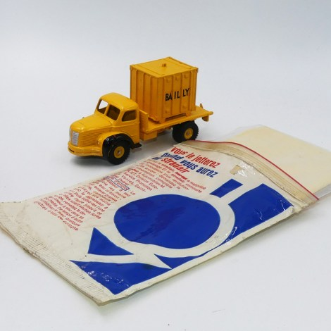 "Dinky Toys Berliet GLR plateau porte container ""Bailly"" avec la chiffonnette miracle"
