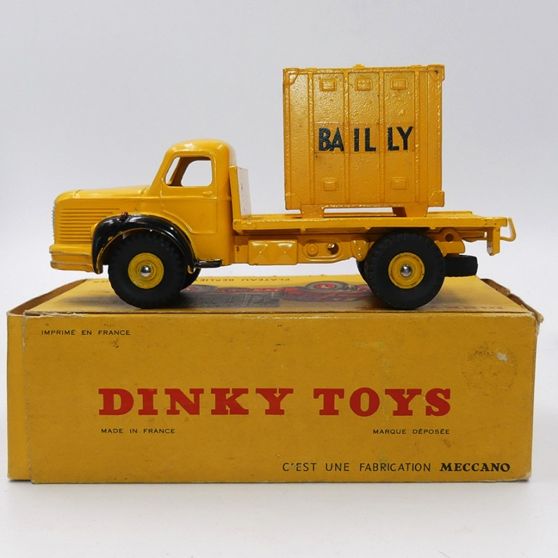 "DinkyToys Berliet GLR plateau container ""Bailly"""
