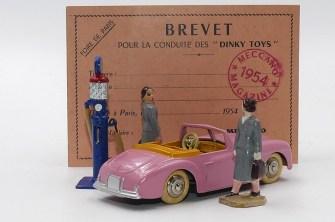 Dinky Toys : Brevet pour la conduite des Dinky Toys ! avec deux aventurières du volant