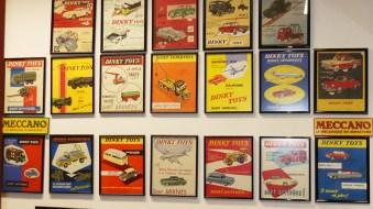 Dinky Toys : quelques affichettes : idéal pour donner de la vie