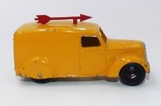 "Dinky Toys camionnette 280 ""Scarlet Arrow"""