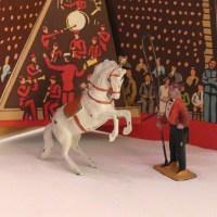 Timpo artistes de cirque : le dompteur et le cheval