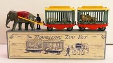 Charbens coffret cirque comprenant un éléphant tirant deux cages (jantes en zamac avec pneus en caoutchouc)