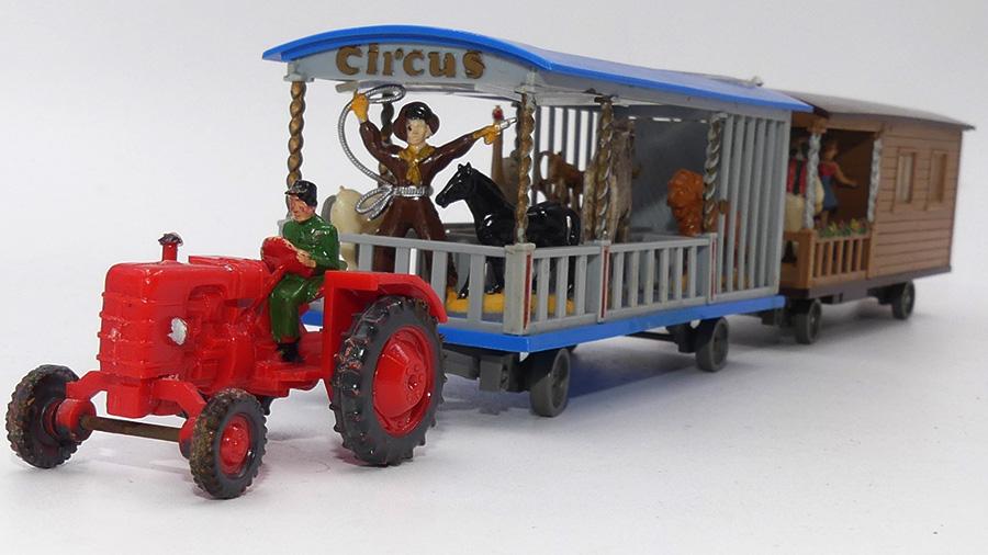 """Siku Fahr tracteur et roulottes du cirque """"le cirque arrive !"""""""