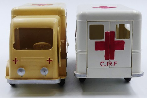 """Made in France"" Renault fourgon ambulance Croix Rouge Française"