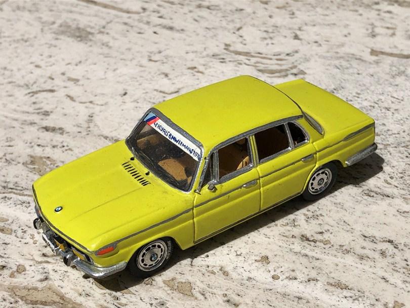transformation sur la base Dinky Toys de la BMW 2000TII familiale dans la livrée Le Mans 1978
